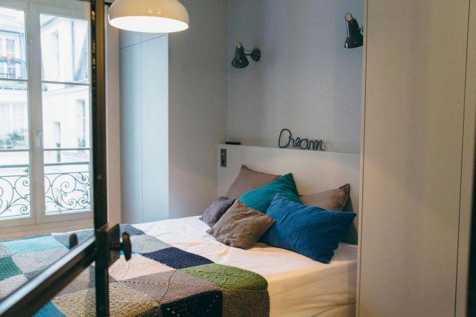 conversion-two-bedroom-haussamanian-apartment-central-paris-functional-contemporary-versatile-retro-twist-weekend-city-pad-10
