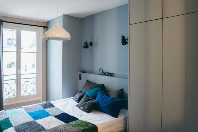 conversion-two-bedroom-haussamanian-apartment-central-paris-functional-contemporary-versatile-retro-twist-weekend-city-pad-11