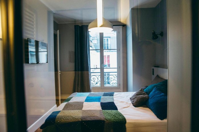 conversion-two-bedroom-haussamanian-apartment-central-paris-functional-contemporary-versatile-retro-twist-weekend-city-pad-12