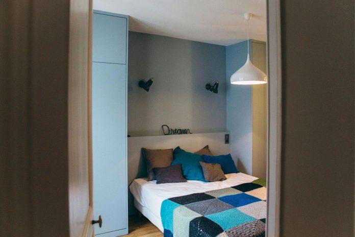 conversion-two-bedroom-haussamanian-apartment-central-paris-functional-contemporary-versatile-retro-twist-weekend-city-pad-13