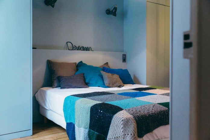 conversion-two-bedroom-haussamanian-apartment-central-paris-functional-contemporary-versatile-retro-twist-weekend-city-pad-14