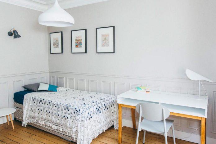 conversion-two-bedroom-haussamanian-apartment-central-paris-functional-contemporary-versatile-retro-twist-weekend-city-pad-15