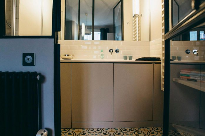 conversion-two-bedroom-haussamanian-apartment-central-paris-functional-contemporary-versatile-retro-twist-weekend-city-pad-19