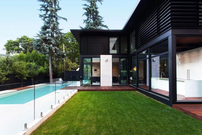 coupee-croisee-contemporary-extension-ville-mont-royal-cottage-enclosed-garden-city-montreal-01