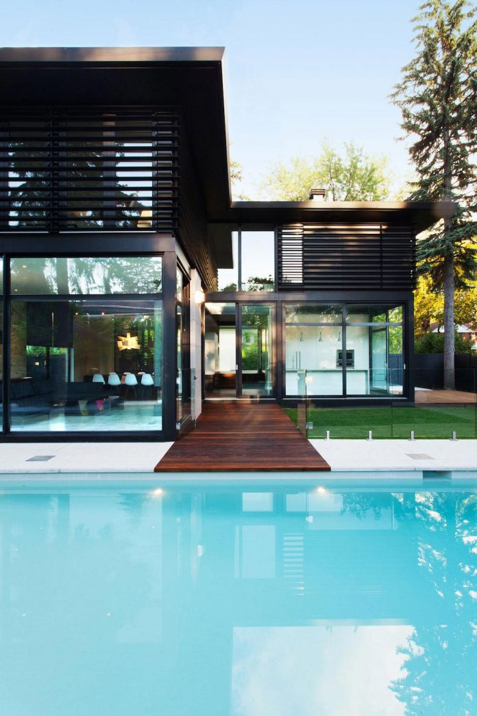 coupee-croisee-contemporary-extension-ville-mont-royal-cottage-enclosed-garden-city-montreal-02