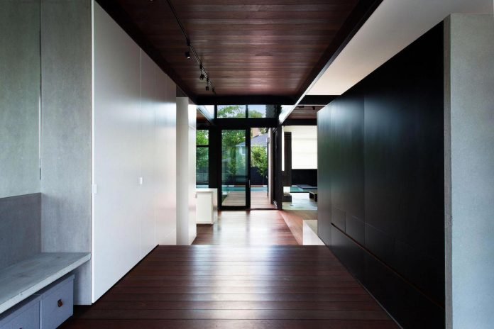 coupee-croisee-contemporary-extension-ville-mont-royal-cottage-enclosed-garden-city-montreal-03