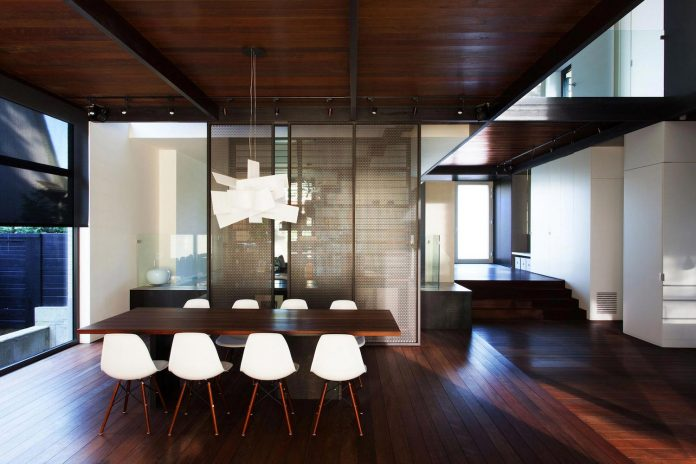 coupee-croisee-contemporary-extension-ville-mont-royal-cottage-enclosed-garden-city-montreal-09