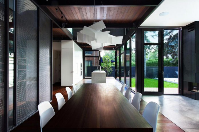 coupee-croisee-contemporary-extension-ville-mont-royal-cottage-enclosed-garden-city-montreal-10