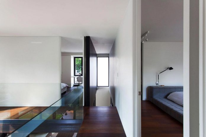 coupee-croisee-contemporary-extension-ville-mont-royal-cottage-enclosed-garden-city-montreal-13