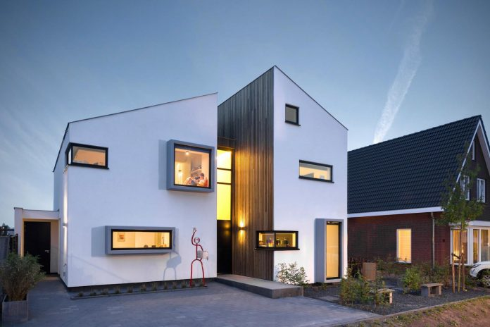 dutch-design-office-zone-zuid-architecten-recently-completed-new-225-sq-m-home-one-suburbs-roosendaal-01