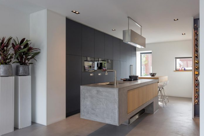 dutch-design-office-zone-zuid-architecten-recently-completed-new-225-sq-m-home-one-suburbs-roosendaal-06