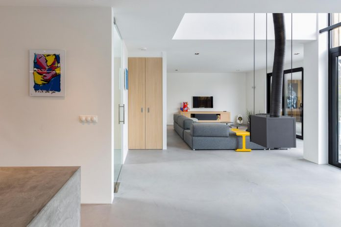dutch-design-office-zone-zuid-architecten-recently-completed-new-225-sq-m-home-one-suburbs-roosendaal-08