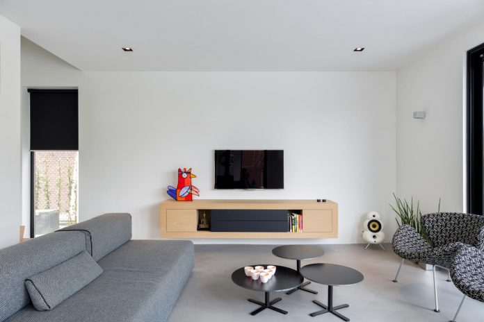 dutch-design-office-zone-zuid-architecten-recently-completed-new-225-sq-m-home-one-suburbs-roosendaal-09