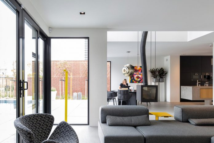 dutch-design-office-zone-zuid-architecten-recently-completed-new-225-sq-m-home-one-suburbs-roosendaal-12