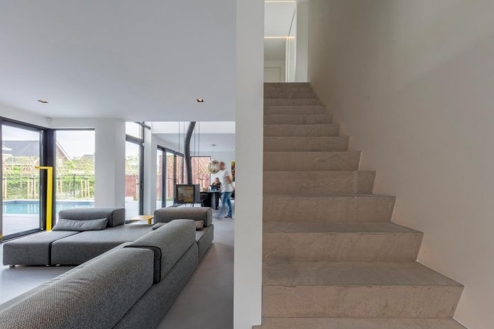 dutch-design-office-zone-zuid-architecten-recently-completed-new-225-sq-m-home-one-suburbs-roosendaal-13