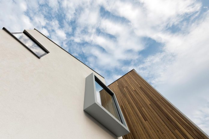 dutch-design-office-zone-zuid-architecten-recently-completed-new-225-sq-m-home-one-suburbs-roosendaal-16
