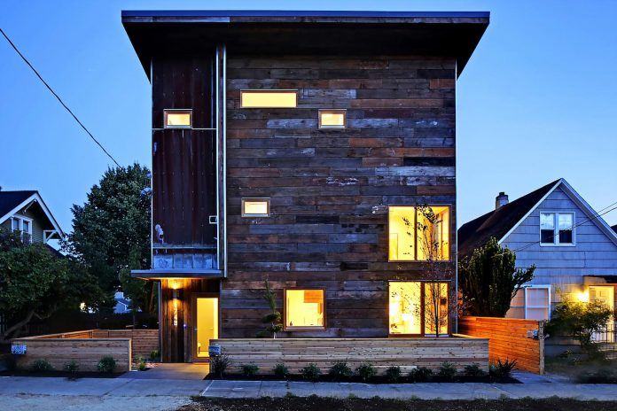 emerald-star-certified-home-seattle-cutting-edge-combination-green-technology-renewables-reclaimed-materials-05
