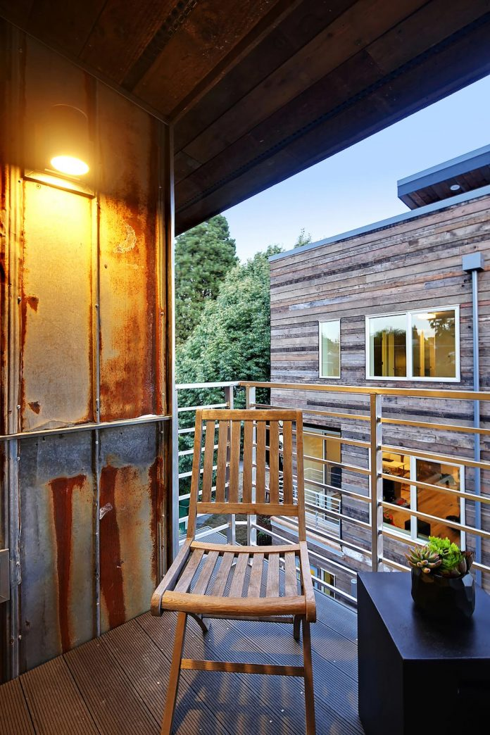 emerald-star-certified-home-seattle-cutting-edge-combination-green-technology-renewables-reclaimed-materials-08