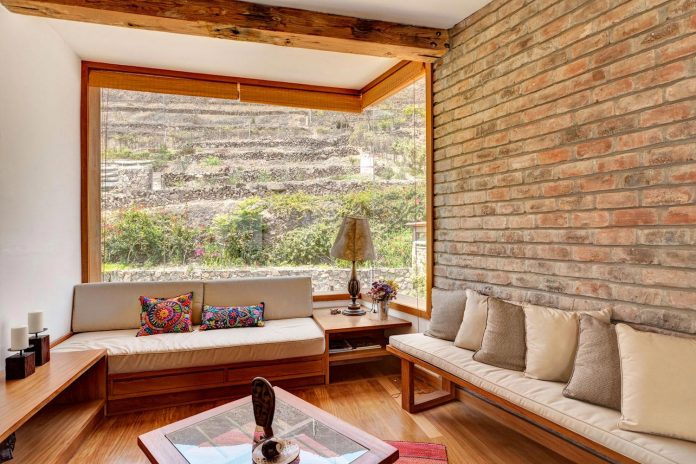 estudio-rafael-freyre-design-house-azpitia-covered-bricks-stunning-views-facing-vineyards-15