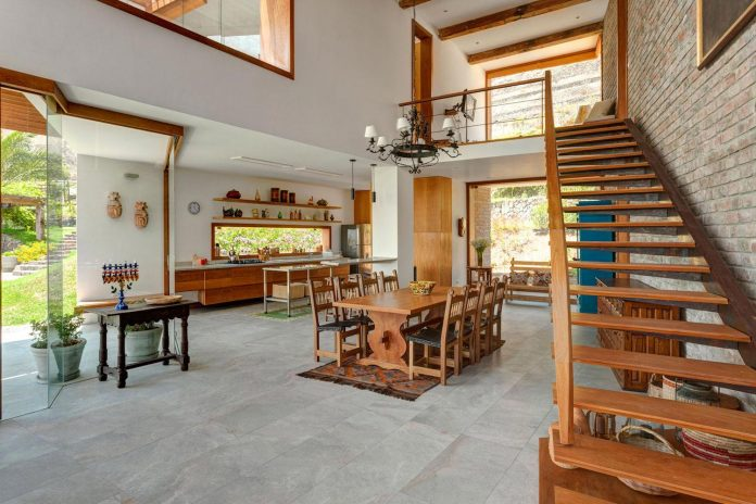 estudio-rafael-freyre-design-house-azpitia-covered-bricks-stunning-views-facing-vineyards-20