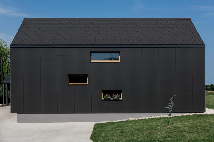 family-villa-xl-designed-large-family-seven-formed-two-mutually-parallel-volumes-one-connecting-volume-02