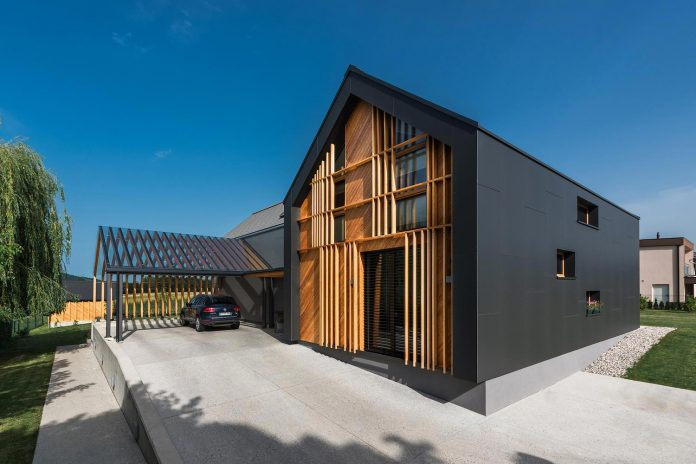 family-villa-xl-designed-large-family-seven-formed-two-mutually-parallel-volumes-one-connecting-volume-11