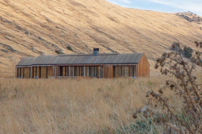 farm-experience-designed-form-centre-piece-remote-symmetrical-thundering-surf-beach-04