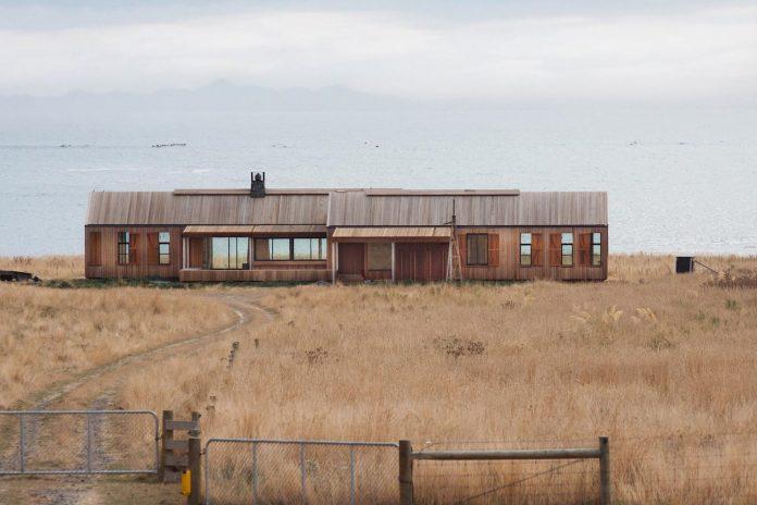 farm-experience-designed-form-centre-piece-remote-symmetrical-thundering-surf-beach-06
