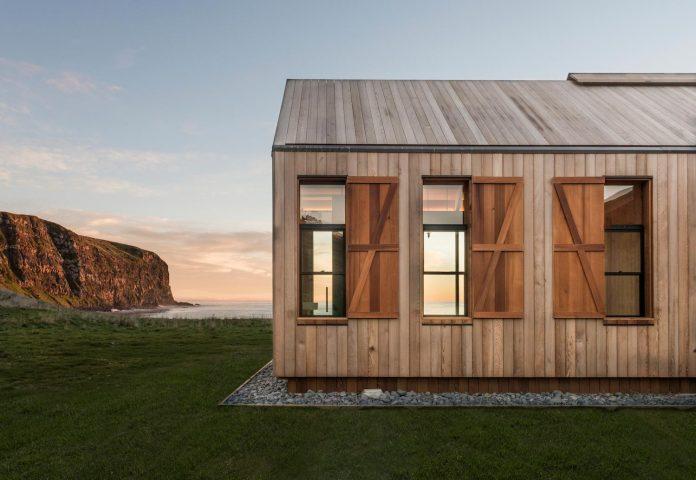 farm-experience-designed-form-centre-piece-remote-symmetrical-thundering-surf-beach-08