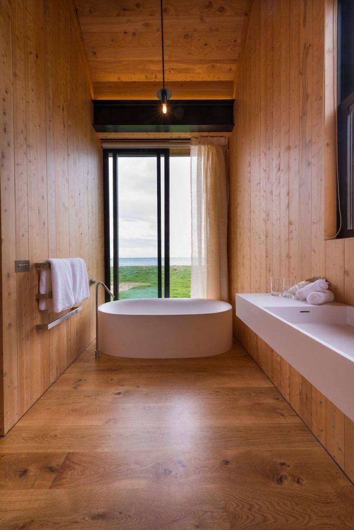 farm-experience-designed-form-centre-piece-remote-symmetrical-thundering-surf-beach-09