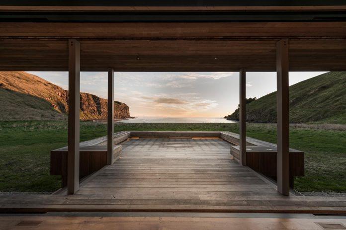 farm-experience-designed-form-centre-piece-remote-symmetrical-thundering-surf-beach-11