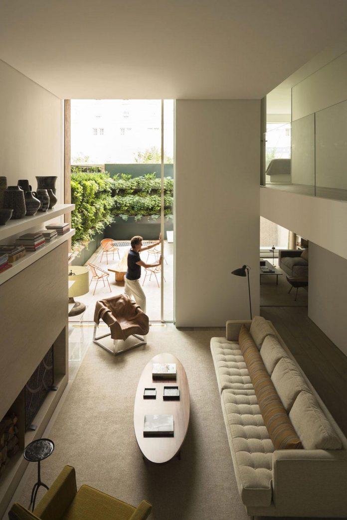 ground-floor-flat-garden-located-near-central-park-transformed-open-luminous-dwelling-studio-arthur-casas-02