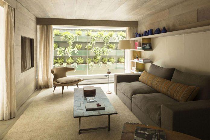 ground-floor-flat-garden-located-near-central-park-transformed-open-luminous-dwelling-studio-arthur-casas-09