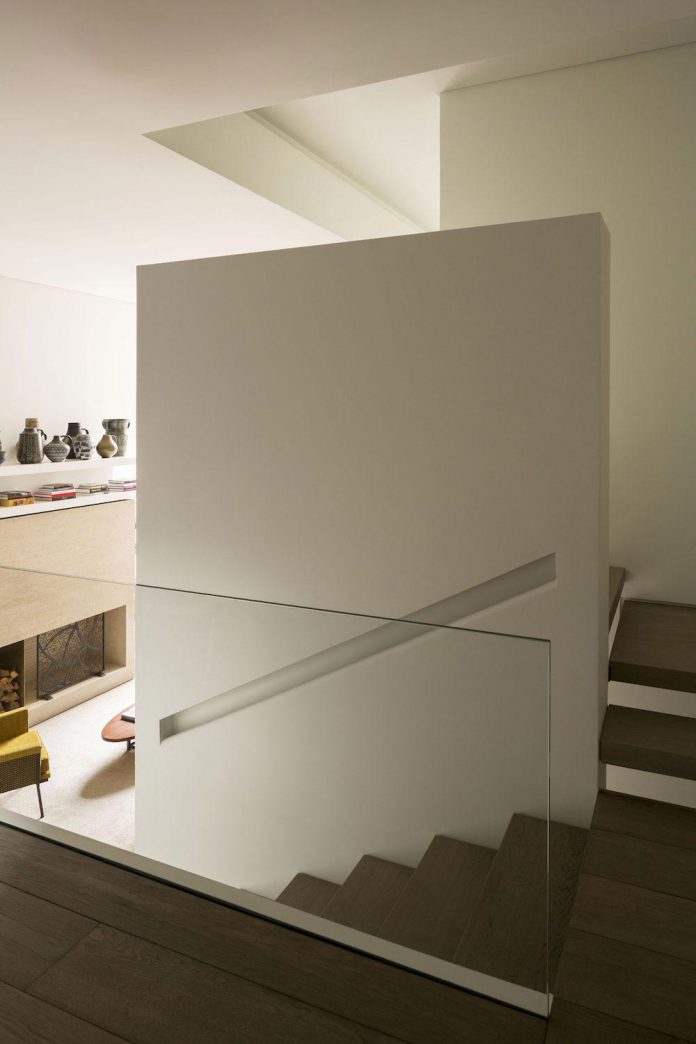 ground-floor-flat-garden-located-near-central-park-transformed-open-luminous-dwelling-studio-arthur-casas-11