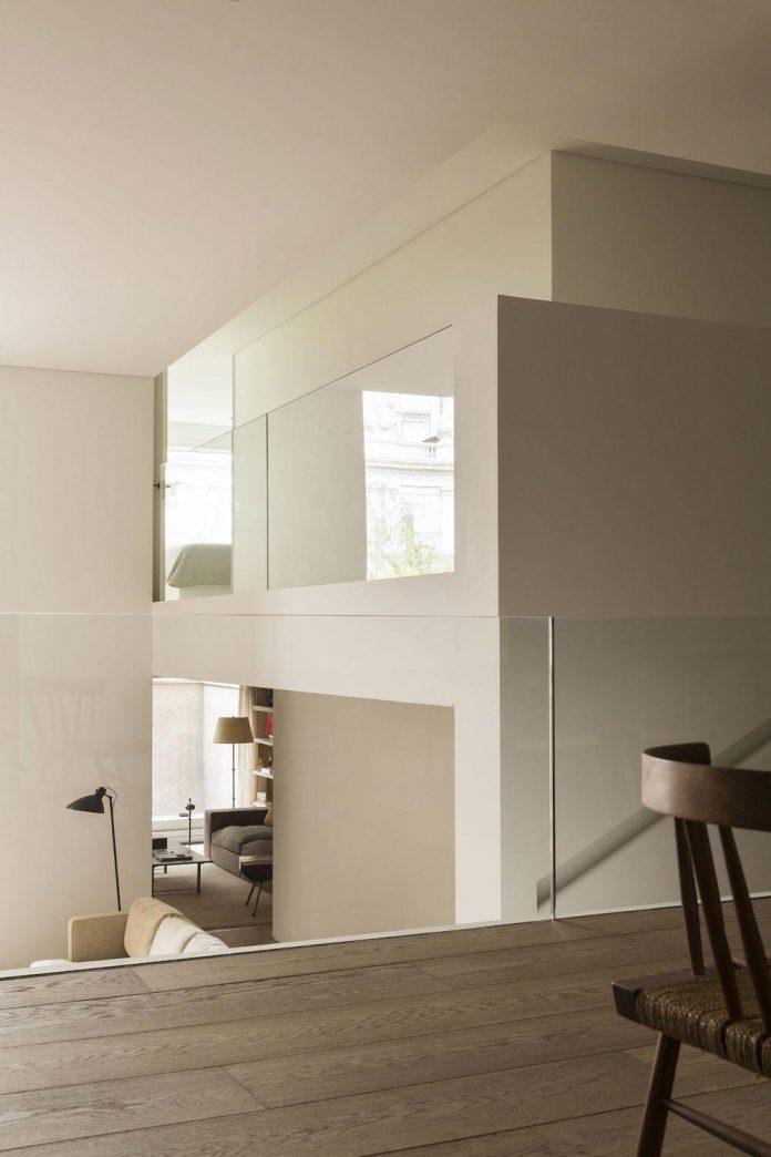 ground-floor-flat-garden-located-near-central-park-transformed-open-luminous-dwelling-studio-arthur-casas-12