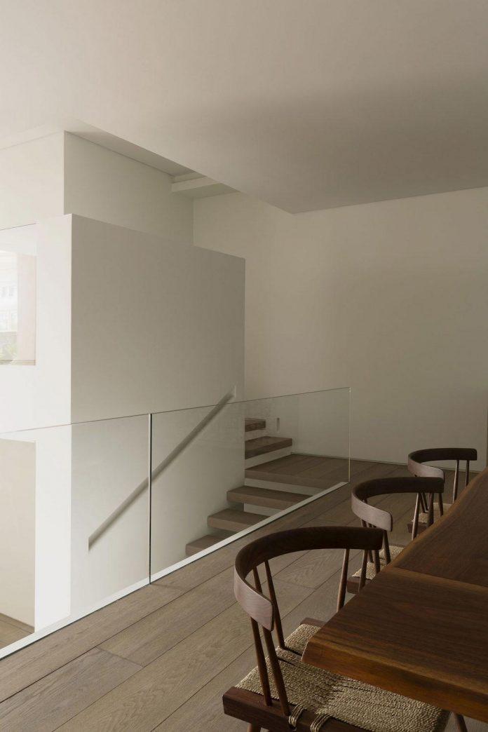ground-floor-flat-garden-located-near-central-park-transformed-open-luminous-dwelling-studio-arthur-casas-13