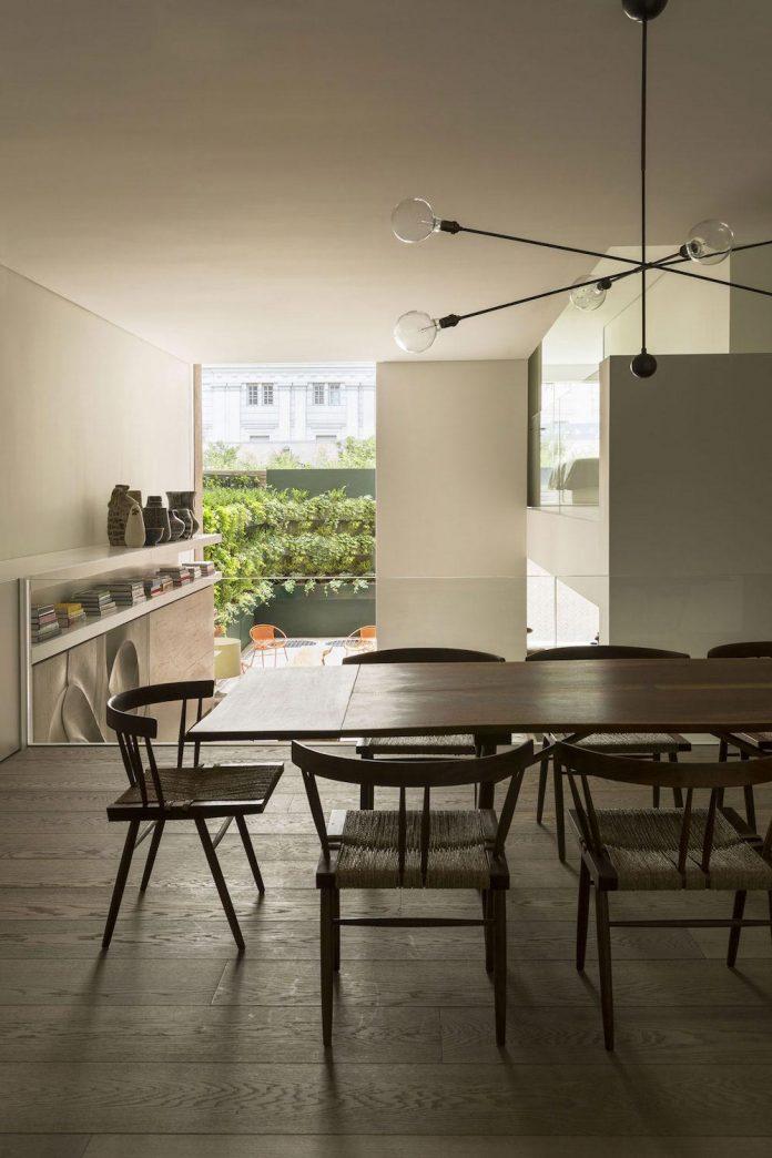 ground-floor-flat-garden-located-near-central-park-transformed-open-luminous-dwelling-studio-arthur-casas-14