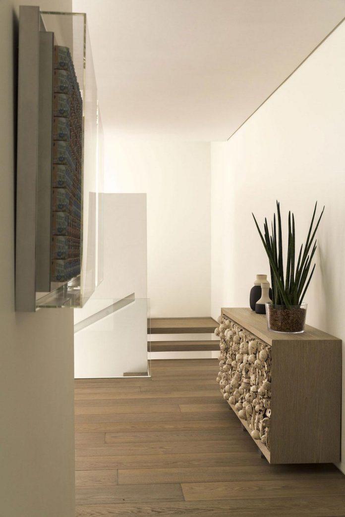 ground-floor-flat-garden-located-near-central-park-transformed-open-luminous-dwelling-studio-arthur-casas-16