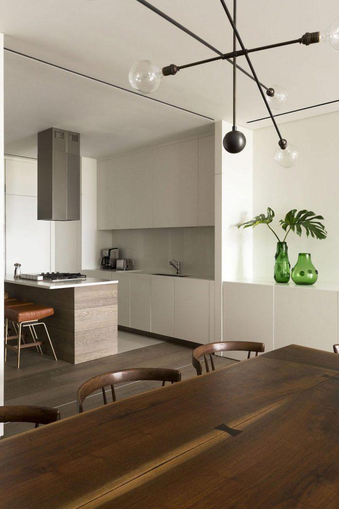 ground-floor-flat-garden-located-near-central-park-transformed-open-luminous-dwelling-studio-arthur-casas-18