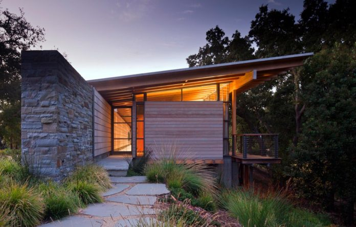 halls-ridge-knoll-guesthouse-thoughtful-modernist-intervention-carefully-detailed-stone-timber-glass-07