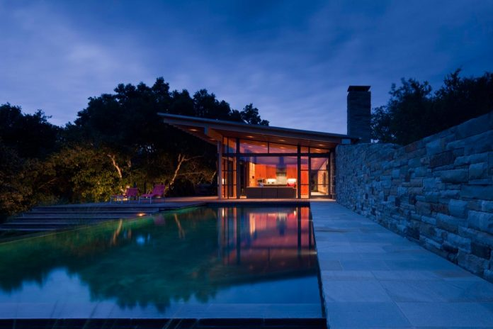 halls-ridge-knoll-guesthouse-thoughtful-modernist-intervention-carefully-detailed-stone-timber-glass-09