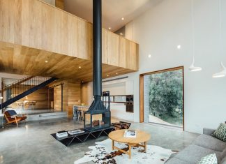 Invermay House is a home for a family of six in a small town just outside of Ballarat, Victoria