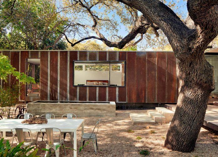 leantoo-addition-existing-cottage-situated-vibrant-austin-neighborhood-01