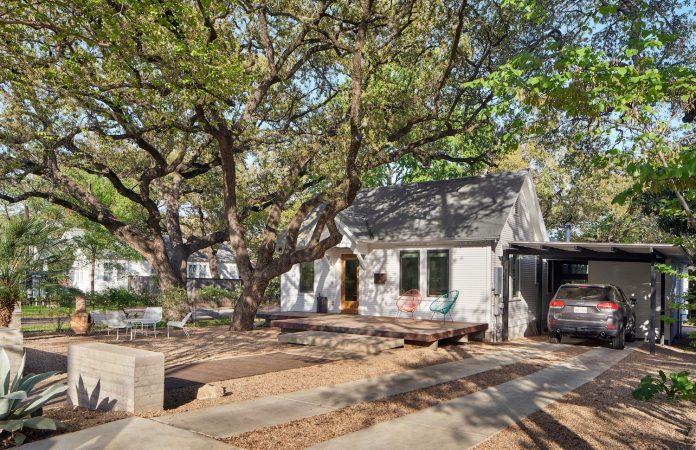 leantoo-addition-existing-cottage-situated-vibrant-austin-neighborhood-02