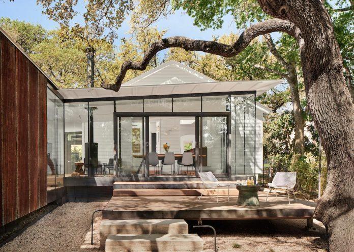 leantoo-addition-existing-cottage-situated-vibrant-austin-neighborhood-10