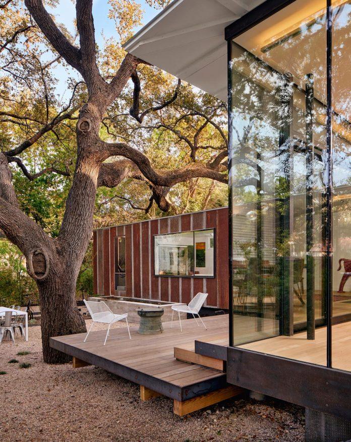 leantoo-addition-existing-cottage-situated-vibrant-austin-neighborhood-11