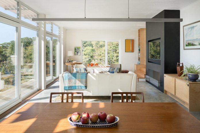 located-granite-knob-30-lily-pond-house-overlooks-atlantic-ocean-south-07