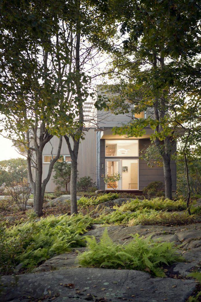 located-granite-knob-30-lily-pond-house-overlooks-atlantic-ocean-south-13