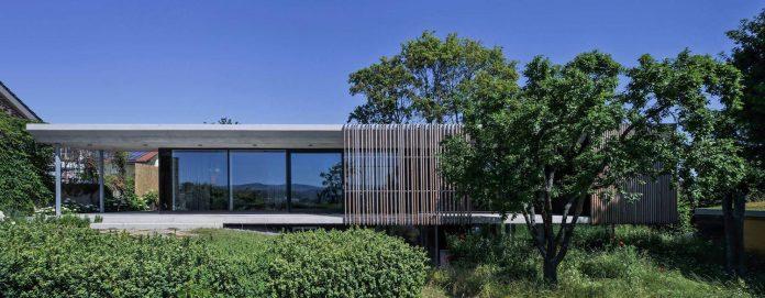 manuela-fernandez-langenegger-designs-flat-concrete-home-nurtingen-germany-01