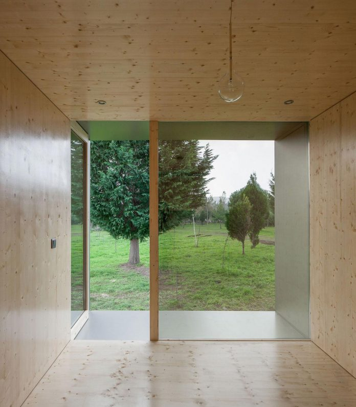 mima-light-minimal-modular-construction-seems-levitate-ground-due-lining-base-mirrors-10